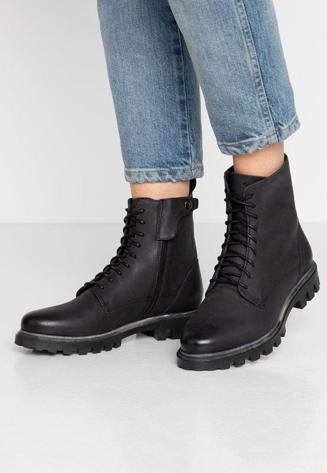 SIDNEY - Botines con cordones - black