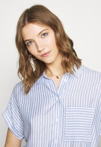 New Look - Button-down blouse - blue pattern - 3