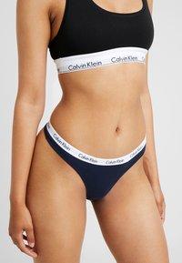 Calvin Klein Underwear - MODERN THONG - String - shoreline - 0
