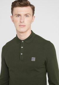 BOSS - PASSERBY - Poloshirt - dark green - 4