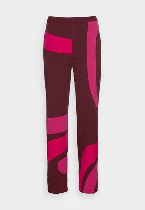 DOLL PANTS - Spodnie materiałowe - bordeaux/pink