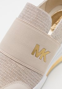 MICHAEL Michael Kors - FELIX TRAINER EXTREME - Zapatillas - champagne - 6