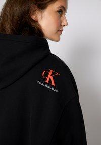 Calvin Klein Jeans - CROPPED HOODIE - Hoodie - black - 4