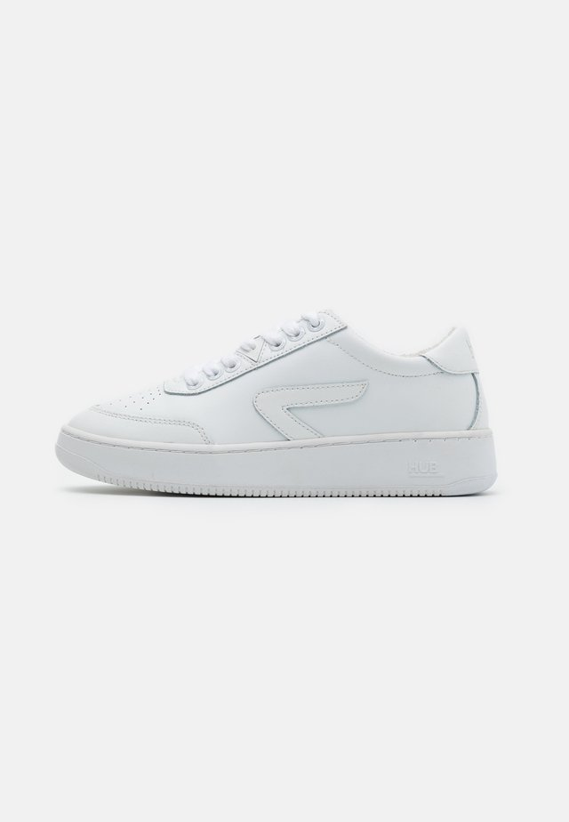 BASELINE - Zapatillas - white