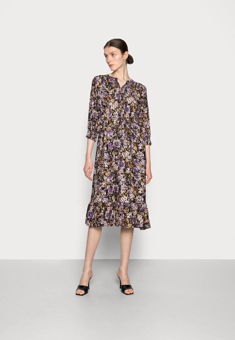 Cream - MAYSE DRESS - Shirt dress - nirvana