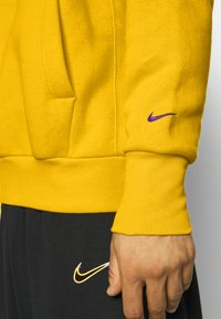 Nike Performance - NBA LOS ANGELES LAKERS LEBRON JAMES CITY EDITION ESSENTIAL - Club wear - amarillo/field purple - 5