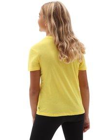 Vans - GR FLYING V CREW - Print T-shirt - cyber yellow - 1