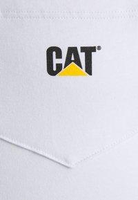 Caterpillar - POCKET TEE - Camiseta estampada - white - 2