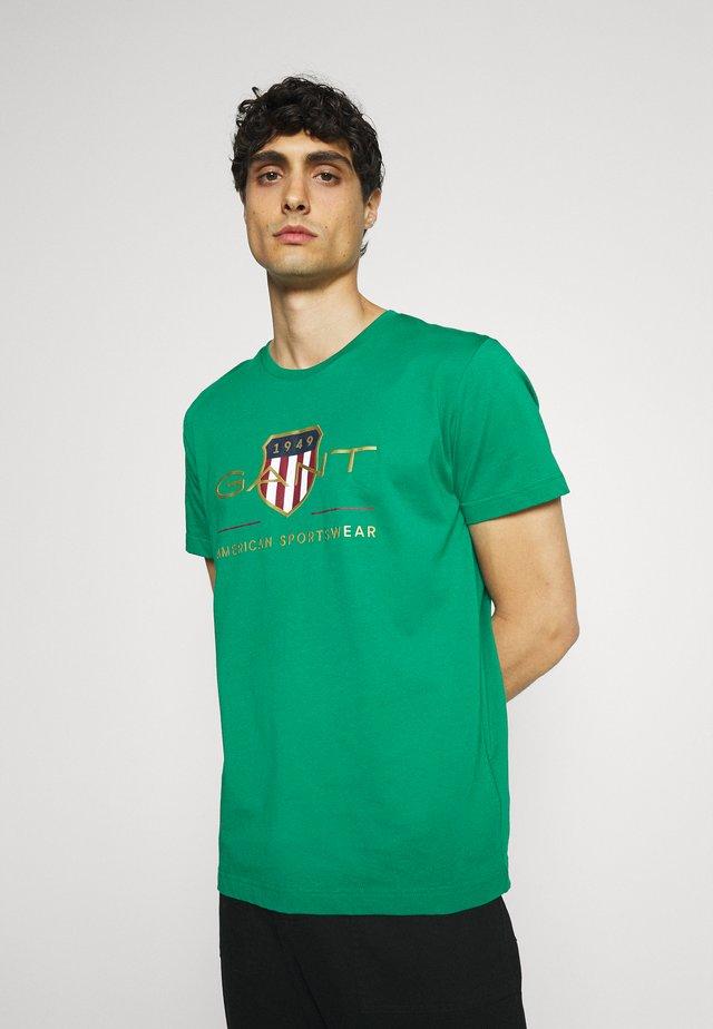 ARCHIVE SHIELD - T-shirt print - lush green
