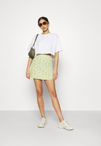 Gina Tricot - CLAIRE CROPPED TEE - T-paita - white - 1