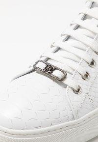 Roberto Cavalli - WILLY - Trainers - white - 5