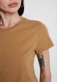 Samsøe Samsøe - SOLLY TEE SOLID - Basic T-shirt - khaki - 4