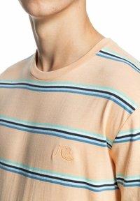 Quiksilver - Print T-shirt - apricot coreky - 1