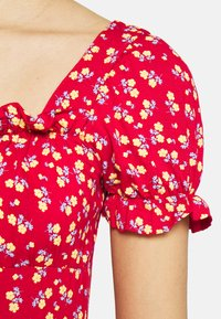 Missguided - DITSY FRILL DETAIL PUFF SLEEVE DRESS - Jerseykjole - red - 4
