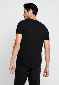 Selected Homme - SLHMORGAN O-NECK TEE - Basic T-shirt - black - 2