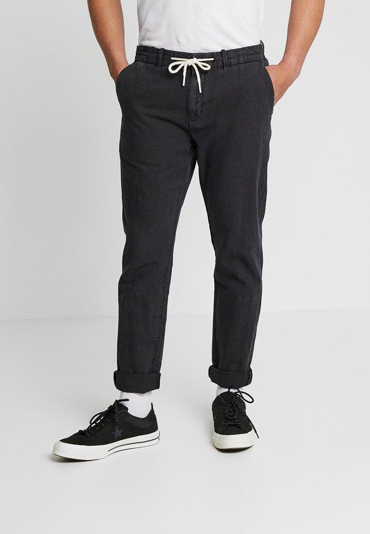 Scotch & Soda - WARREN GARMENT DYED BEACH  - Trousers - black