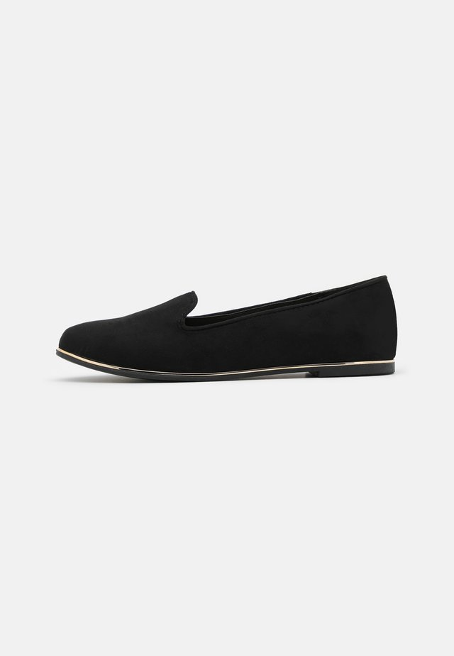 WIDE FIT JIPE - Mocasines - black