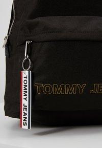 Tommy Jeans - LOGO TAPE DOME BACKPACK - Rucksack - black - 2