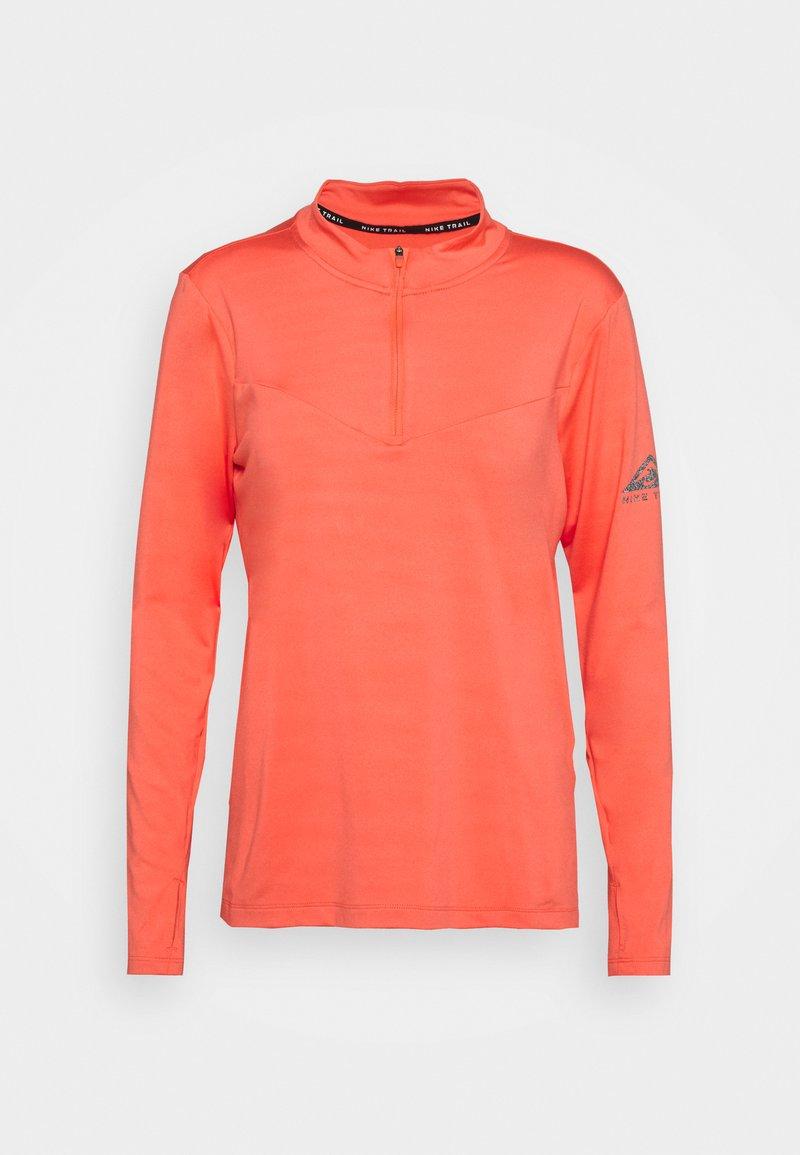 Nike Performance - ELEMENT TRAIL MIDLAYER - Sports shirt - magic ember/reflective silver