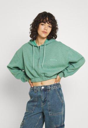 SUPER CROP ZIP HOODIE - Zip-up sweatshirt - green
