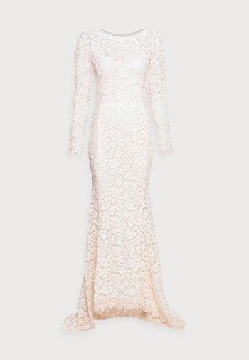 LONG LACE DRESS LOW BACK LONG SLEEVE - Vestido de fiesta - soft ivory