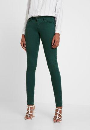SOHO - Spodnie materiałowe - forest green