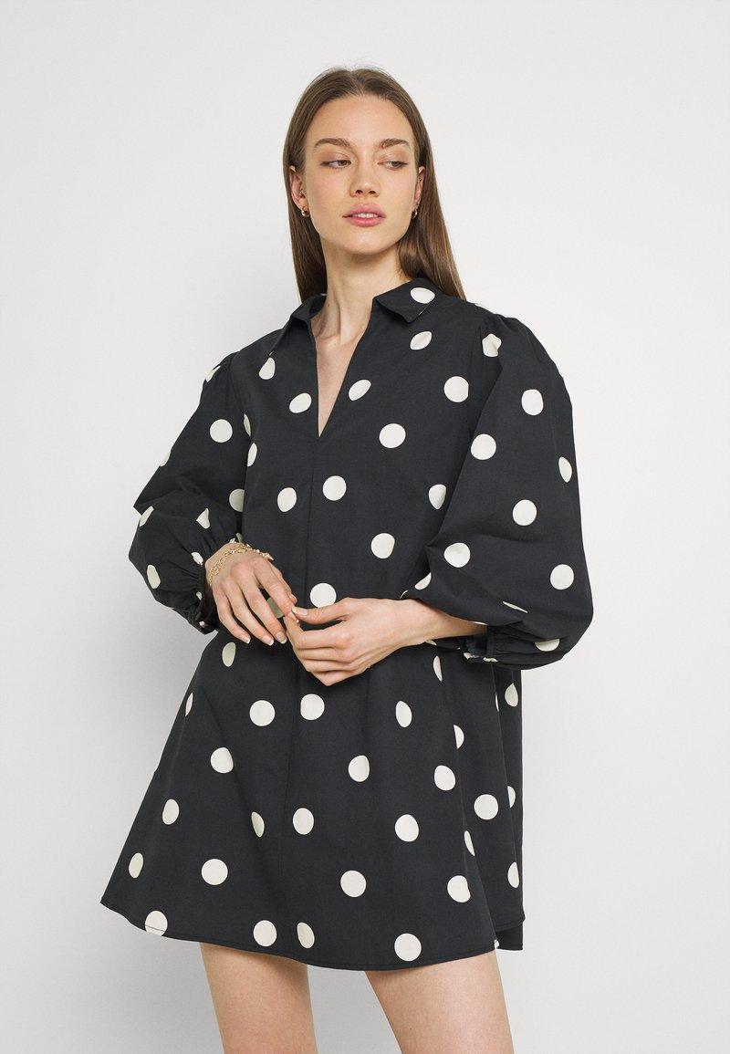 EDITED - THANYA DRESS - Day dress - bold dot/black