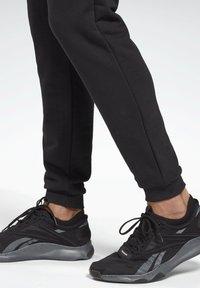 Reebok - SMALL LOGO ELEMENTS JOGGER PANTS - Tracksuit bottoms - black - 4