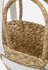 Núnoo - BEACH BAG SMALL - Handbag - nature white details - 2