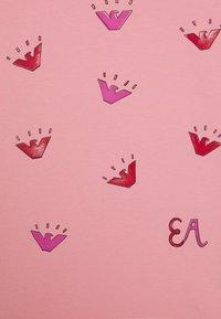 Emporio Armani - Print T-shirt - rosa fumetto - 2