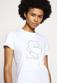 KARL LAGERFELD - PROFILE RHINESTONE TEE - T-shirt imprimé - white - 4