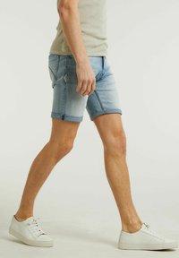 CHASIN' - Denim shorts - light blue - 2