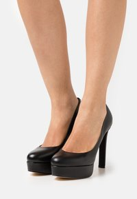 Guess - DEARLY - Platform heels - black - 0