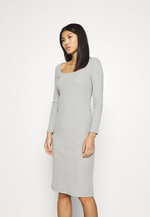 SQUARENECK DRESS - Pletené šaty - light heather grey