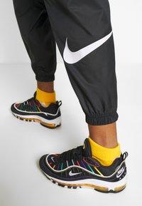 Nike Sportswear - PANT - Teplákové kalhoty - black/white - 5