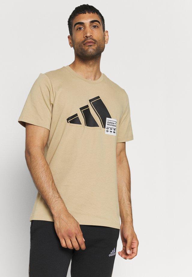 3 BAR LOGO TEE - Print T-shirt - beige