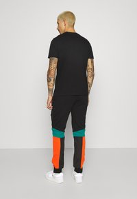 STAPLE PIGEON - OUTDOOR TECH PANT - Cargo trousers - black - 2