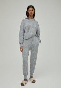 PULL&BEAR - Tracksuit bottoms - grey - 1
