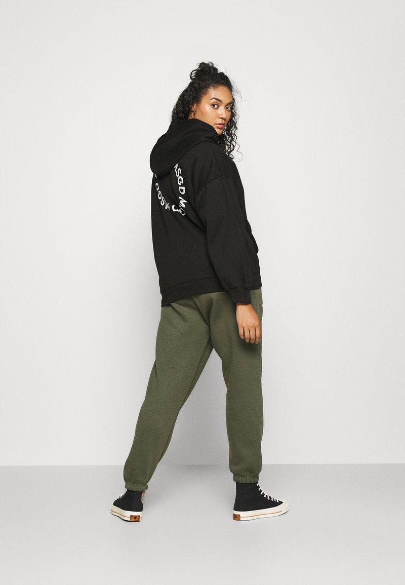 Missguided Plus - GRAPHIC ZIP THRU HOODIE - Zip-up sweatshirt - black