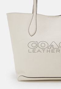 Coach - PENN TOTE - Handbag - chalk - 4