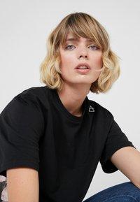Bruuns Bazaar - LYNN ALBERTE  - Print T-shirt - black - 6