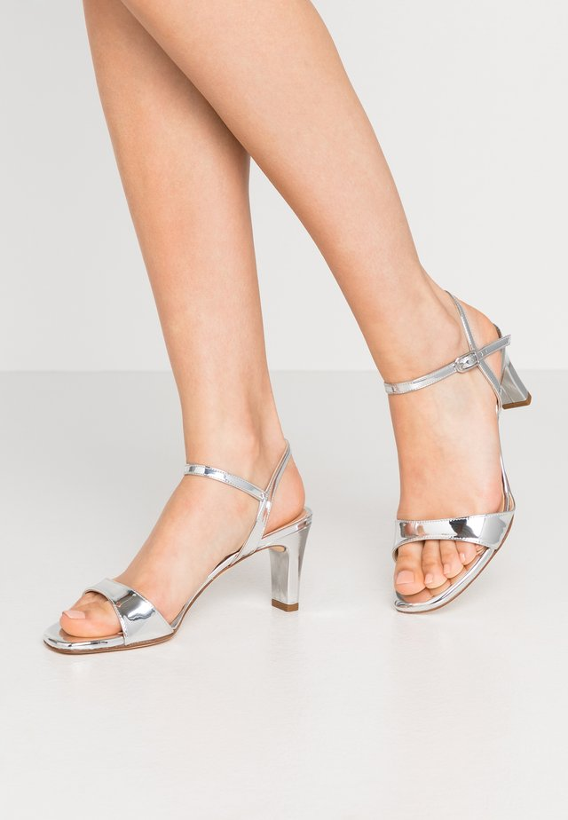 MECHI - Sandaalit nilkkaremmillä - silver