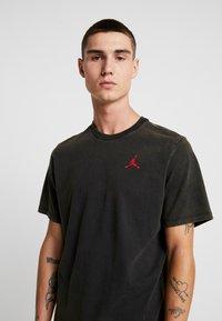 Jordan - TEE AIR JORDAN WASH - Camiseta estampada - black - 3
