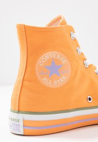 Converse - CHUCK TAYLOR ALL STAR - High-top trainers - fuel orange/moonstone violet