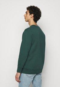 Han Kjøbenhavn - ARTWORK CREW - Sweatshirt - faded green with han - 2