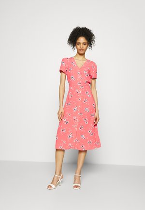 MIDI DRESS - Robe d'été - coral