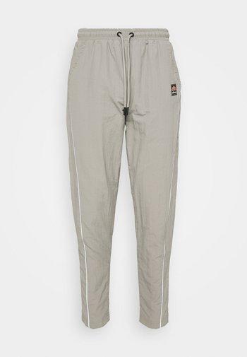 RIGARIO TRACK PANT - Trainingsbroek - light grey