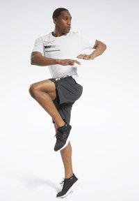 Reebok - ACTIVCHILL GRAPHIC MOVE T-SHIRT - Funktionsshirt - white - 1
