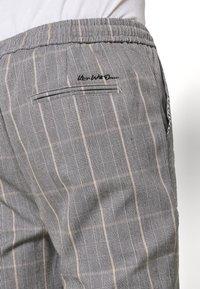Kings Will Dream - SILVIO SMART JOGGERS - Trousers - grey/gold - 5