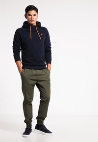 Jack & Jones - JCOPINN HOOD REGULAR FIT - Hoodie - navy blazer - 1